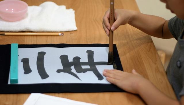 幼児期から習字を始めるなら水書きと先生の相性で教室探しを